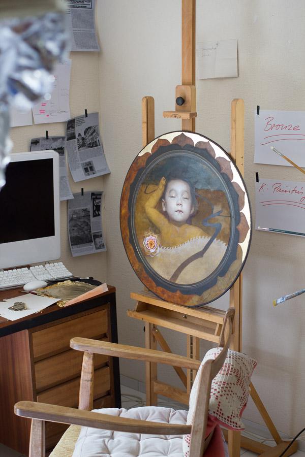 Dorian Iten, oil painting in the studio